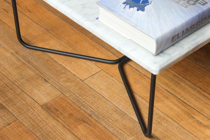 Nuestro detalle de la estructura de nuestra mesa de centro con superficie en mármol de Carrara.