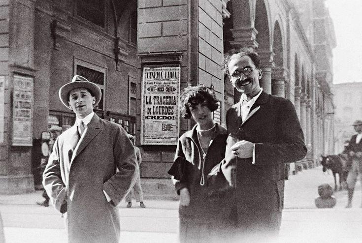 Ο Νίκος Καζαντζάκης με την Edvige Levi και τον αδελφό της Doro Levi στη Φλωρεντία. Οκτώβριος 1926. Πηγή: www.lifo.gr