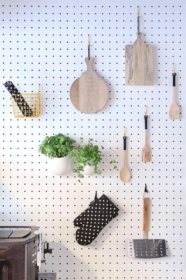 Gaatjesboard in je interieur, bekleed een hele wand met gaatjesbord of gebruik een paneel als onderdeel van je inrichting