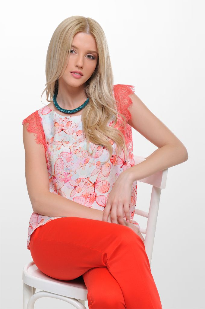 Sarah Lawrence - lace shoulder printed top, straight leg belted pant, beaded necklace.