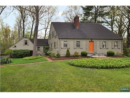 1000 images about old houses on pinterest connecticut for Colonial cape