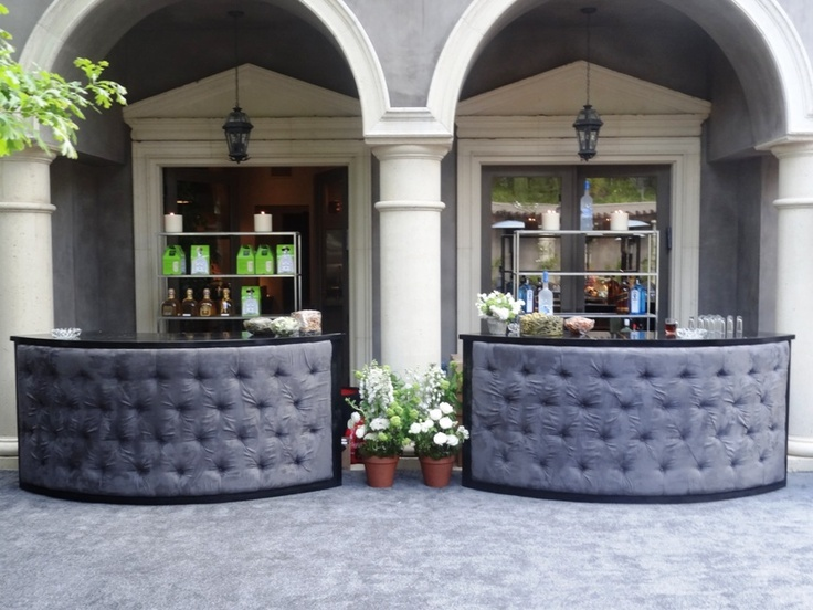 Charcoal tufted serpentine bars with grey carpet