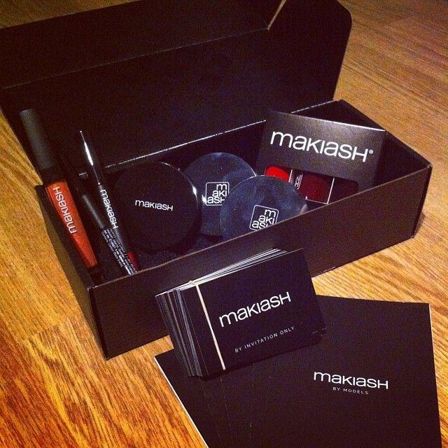 Äntligen fått mitt smink från det nya smink företaget Makiash! Perfekt innan nyår :-D