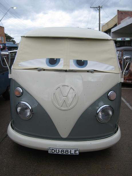 Sleepy VW Transporter T1. If I had a T1 Van, I would definitely buy/make this! :)
