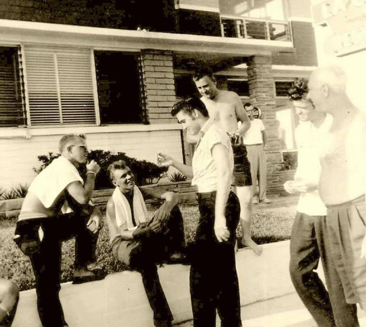 ♡♥Elvis Presley 21 relaxes at the Copacabana motel in Daytona Beach,Florida on Aug 9th,1956♥♡