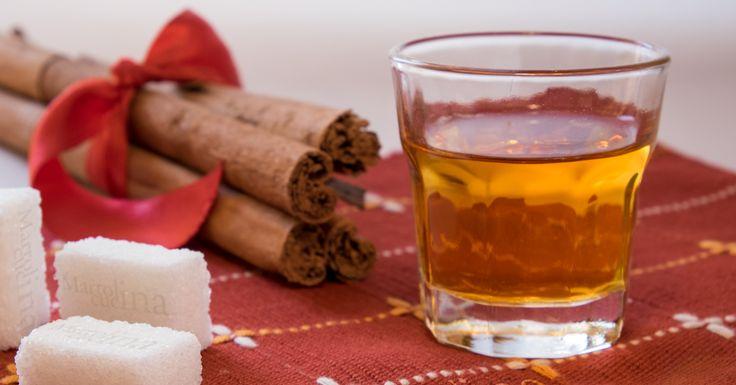 Facile, veloce, profumato, buonissimo. perfetto come regalo di Natale... ma a me piace tutto l'anno questo liquore alla cannella!