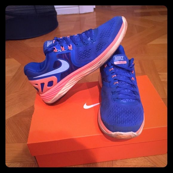 Like new nike shoes Beautiful bright blue color. Super comfy. Doesnt come with box. Nike Shoes Athletic Shoes