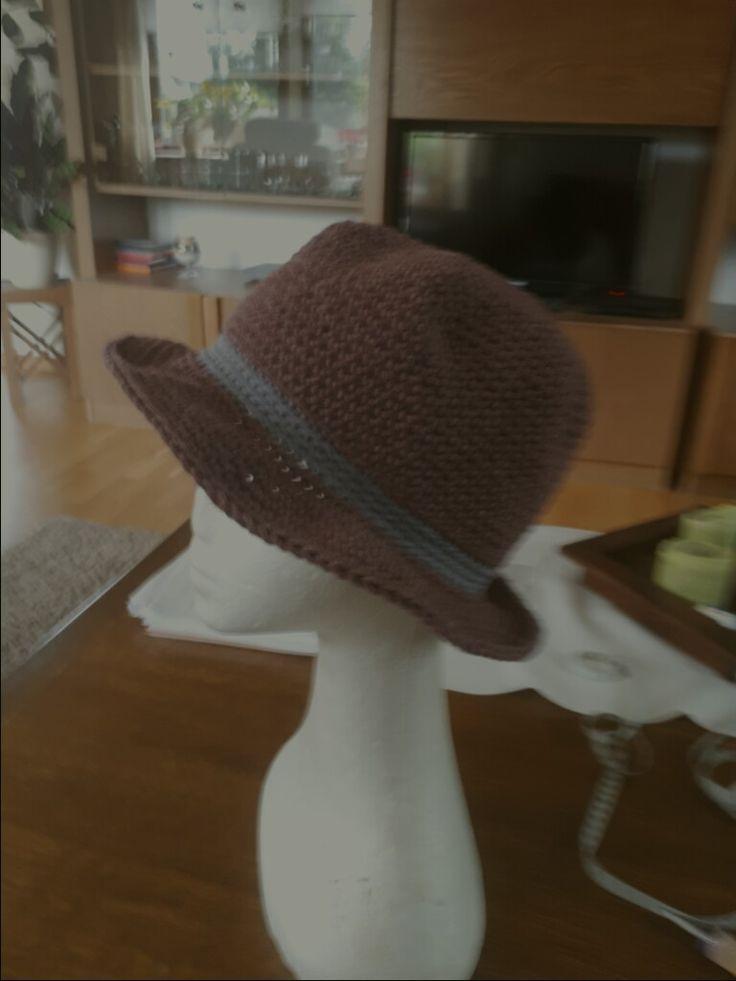 gehäkelter Hut aus hatnut denim bordeaux
