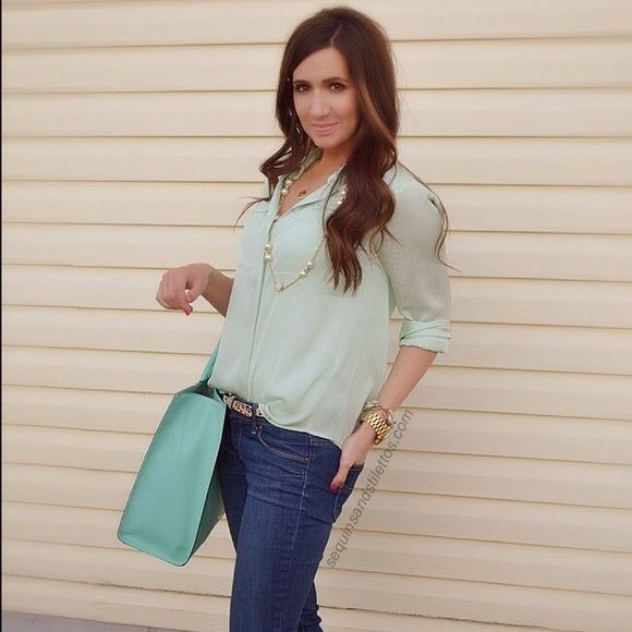 BR mint shirt New condition! 100% polyester Banana Republic Tops Button Down Shirts