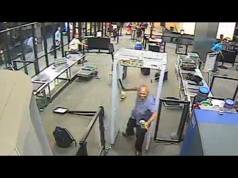 Man pull out machete at US airport and cutting people and police man sho...