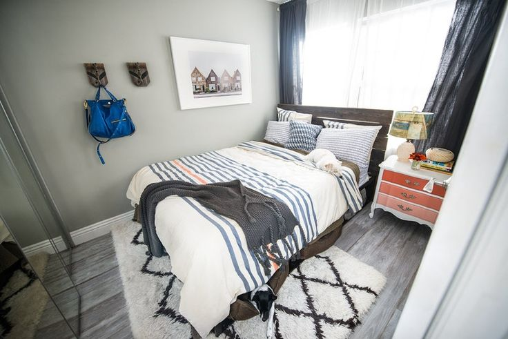 Cute small bedroom layout and color scheme