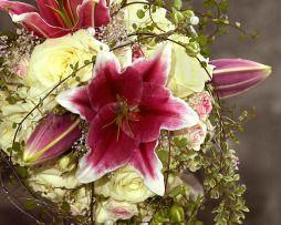 rózsa, liliom menyasszonyi csokor