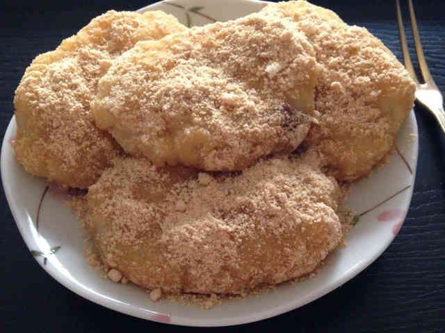 サツマイモと餅米で作る芋餅の画像