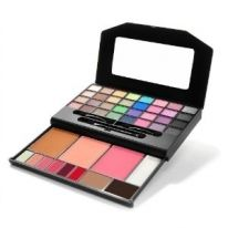 this makeup clutch is a good makeup kit to own. only 10.00!