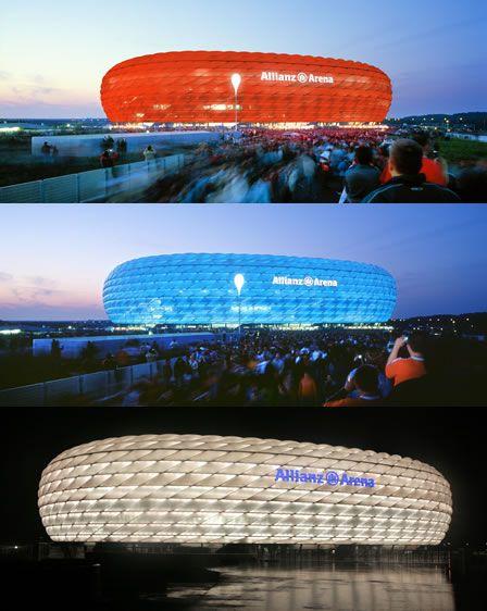 """""""Allianz Arena"""".   Mudança das cores é controlada. # Munique, Alemanha."""