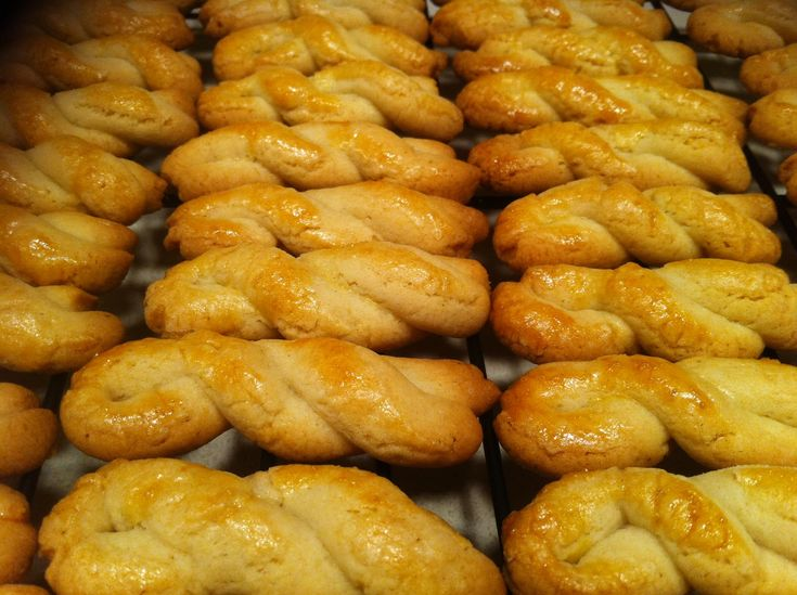 Koulourakia Nistisima (Lenten cookie twists) This recipe is extremely easy and fast to make. Whip up a batch of koulourakia to serve with coffee, or as a tasty snack. With hints of orange and cinna...