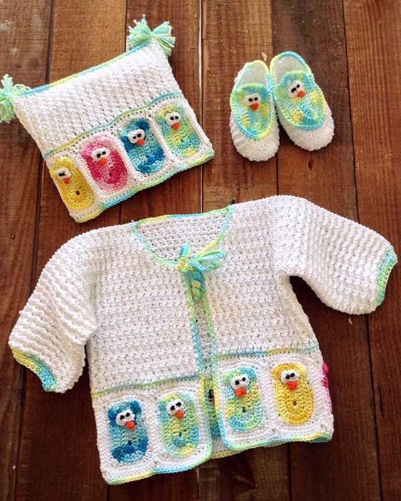 Watch the product review video for the super cute Baby Owl Layette Crochet Pattern! Original Design By: Kathleen Stuart Skill Level: Intermediate Sizes: To fit 3 month-old (Small) or 6 month-old (Medi