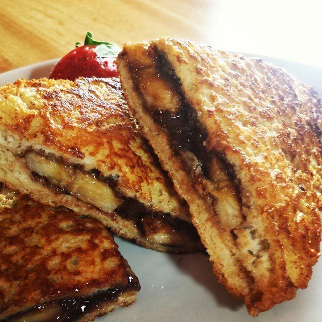 Topli sendvič od banana i nutelle - http://www.domacica.com/topli-sendvic-od-banana-nutelle/
