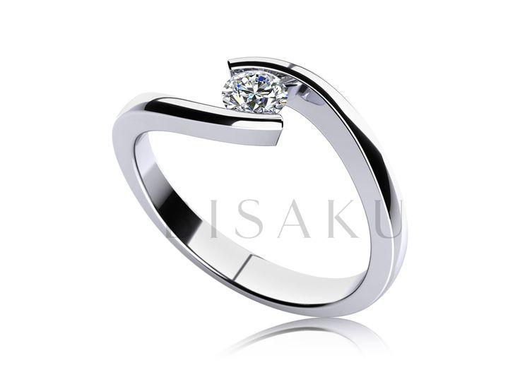 C5 Tento zásnubní prstýnek není jen další variantou podobných modelů. Vyniká především tvarem - dominantou jsou dva rovnější konce prstenu, které drží solitérní kámen v patřičném bezpečí. Je nádherný a komfortní. Tento model je dostupný také v jiných velikostech briliantů. #bisaku #wedding #rings #engagement #svatba #zasnubni #prsteny