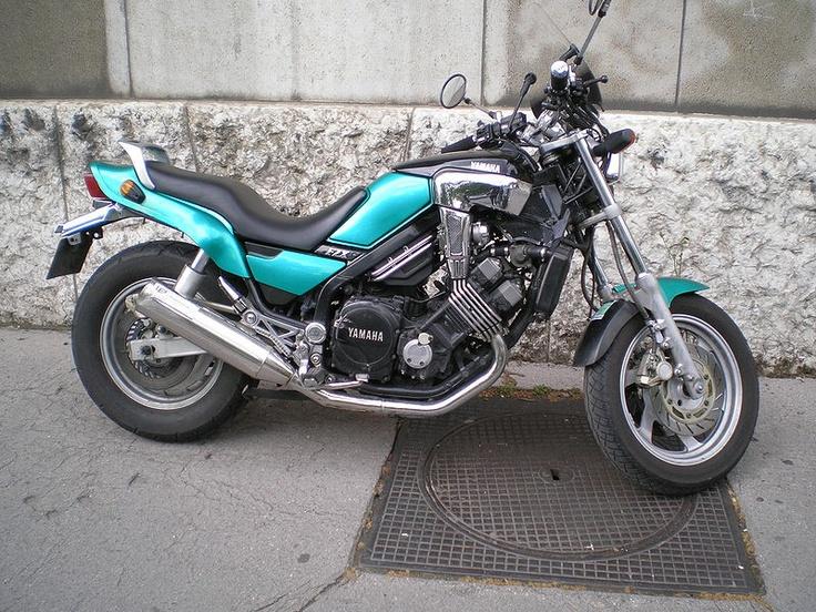 Yamaha Fazer 750 - The baby V-Max :) :)