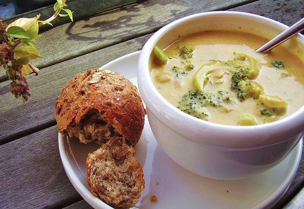 Zuppa di broccoli e formaggio