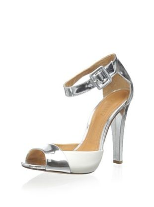 50% OFF Schutz Women's Shauna Ankle Strap Sandal (Prata/Lirio)