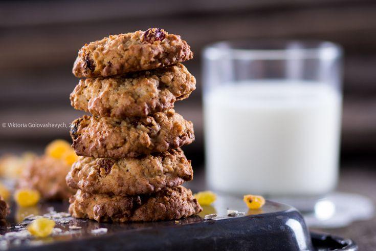 Очень вкусное, ароматное, хрустящее и полезное печенье с относительно небольшим количеством масла, овсяными хлопьями и изюмом. ИНГРЕДИЕНТЫ: Сливочно-яичная…