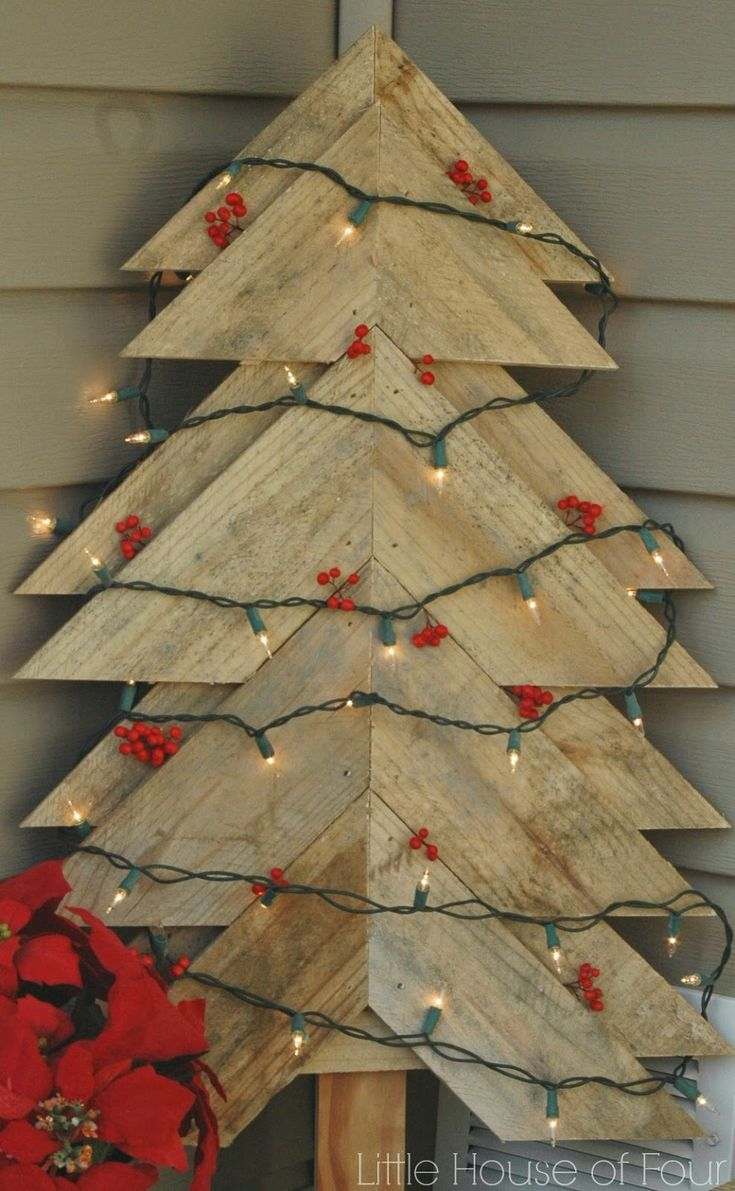 Turn unwanted pallets into the perfect Christmas decor! -Little House of Four
