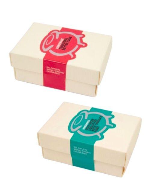 Melting Pot  Le fudge Melting Pot est fabriqué à la main par trois sœurs, Cathy, Jenny et Dorothy à Belfast, Irelande du Nord. Elles ont fabriqué du fudge toute la longueur de leur enfance et en 2004 l'entreprise est née. Les 15 arômes de fudge sont individuellement fabriqués dans les bassines et fouettés à la main. Les ingrédients sans naturels et aucun arome, additif ou émulsifiant artificiel est utilisé.  Fabriqué à la main – emballé à la main en papier de soie