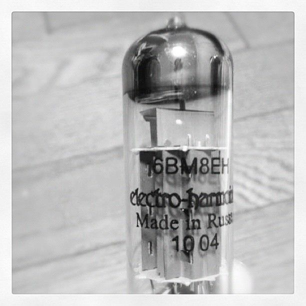 In class we learned that Vacuum tubes were used in early computers.