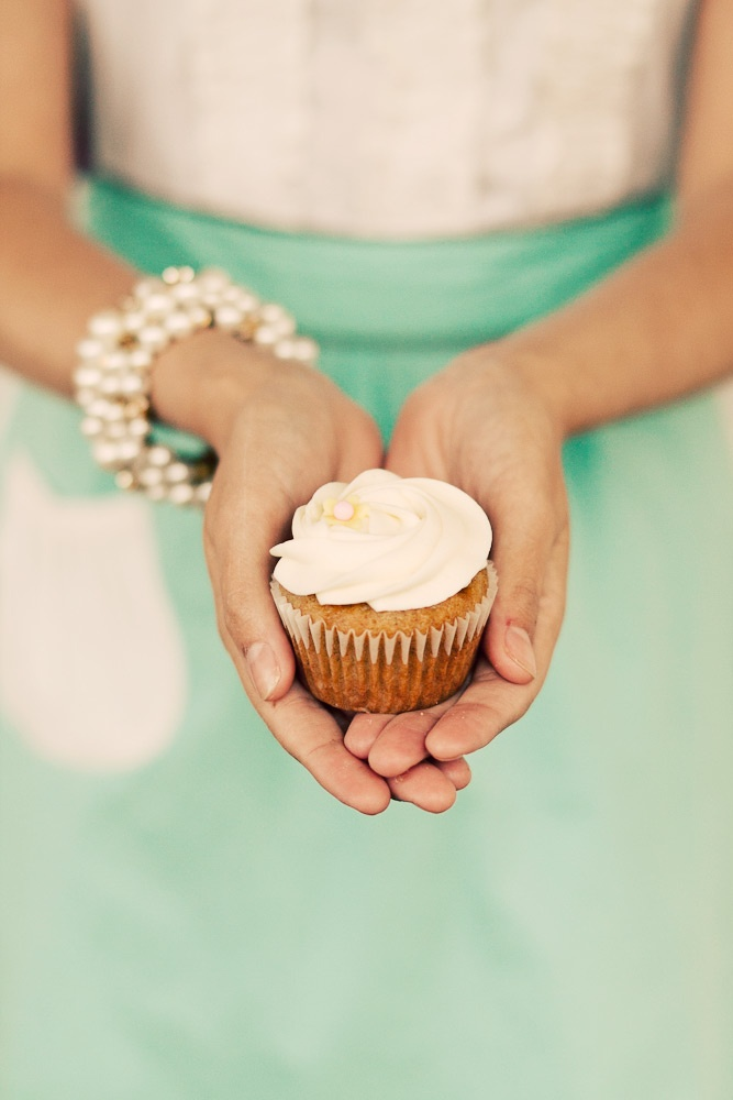 love this picture. And cupcakes. I love cupcakes :D