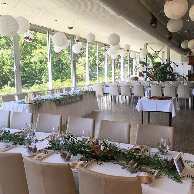 Not only do out elm trees provide a stunning spot for ceremonies, they're also a beautiful backdrop for receptions #inglewoodinn #adelaidehills #adelaideweddings #adelaidehillswedding #inglewoodinnweddings