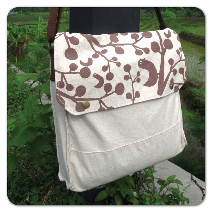 Simple Sling Bag : brown