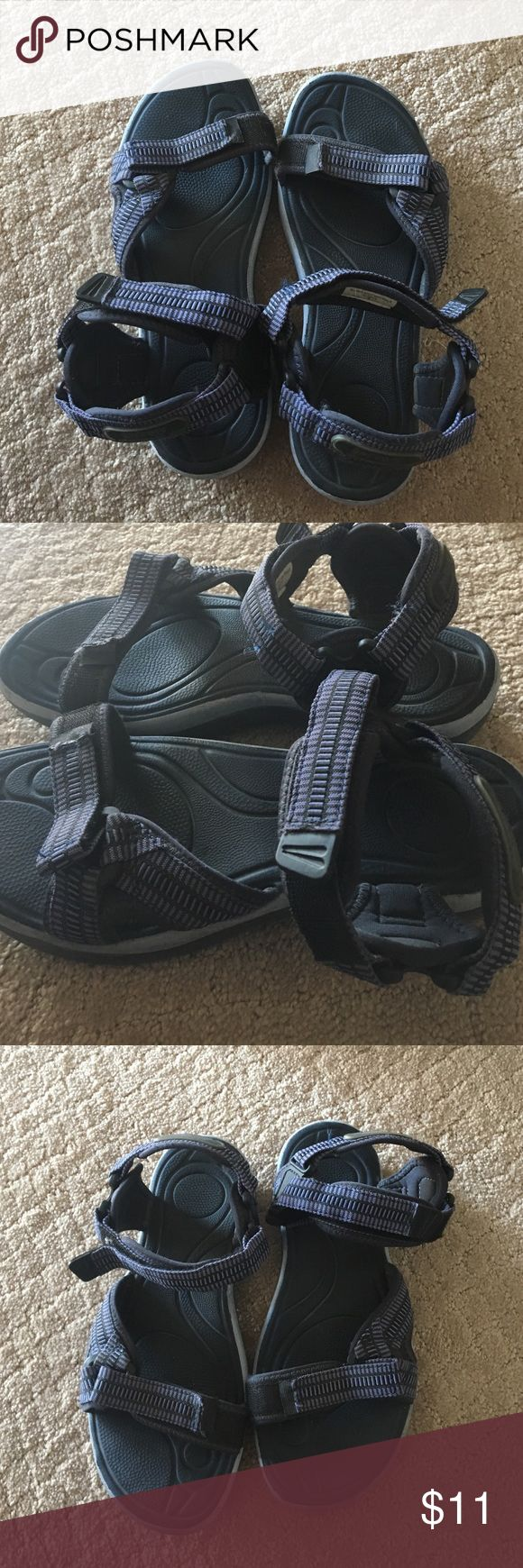 Women's Rafters Sandals Size 9 These blue Rafters sandals are a women's size 9. THE have rarely been worn an are in excellent condition. Rafters  Shoes Sandals