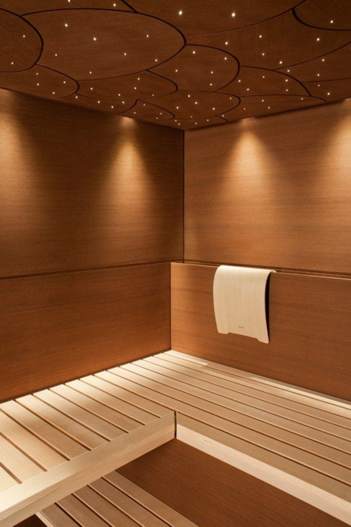 Дизайнеры не стали мельчить: крупные деревянные панели, создают чистый, естественный интерьер.