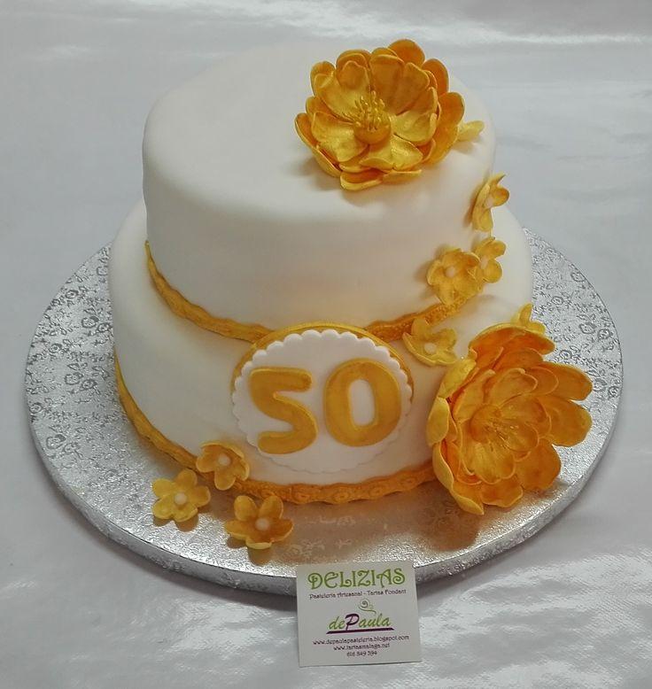 Para el restaurante Patio de beatas de Málaga esta preciosa tarta para el 50º aniversario de un matrimonio. Para cualquier evento familiar o empresarial, déjanos participar de tu mesa! Elaboramos las más deliciosas y bonitas tartas en fondant y complementamos con coloridos productos tu mesa dulce: galletas decoradas y cupcakes. ¡Llámanos al 616849394 o visítanos  en nuestro local de Paseo de Sancha 10, Málaga! www.tartasmalaga.net