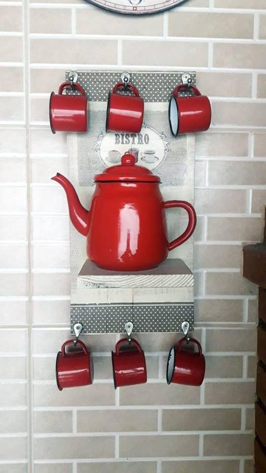 Coffee Bar Home, Home Coffee Stations, Coffee Corner, Home Decor Kitchen, Diy Home Decor, Gift Shop Displays, Coffee Mug Display, Kitchen Modular, Old Doors