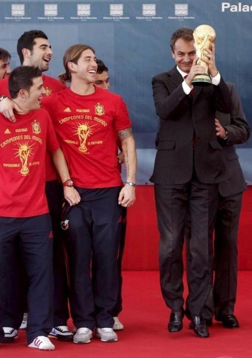 La Furia Roja and Spanish Prime Minister Jose Luis Rodriguez Zapatero