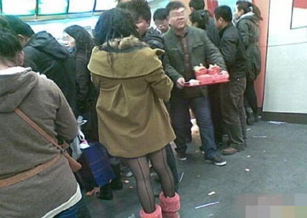 #интересное  Фаст фуд KFC в Китае (5 фото)   Это пипец просто. Как можно вообще там есть!       далее по ссылке http://playserver.net/?p=66402