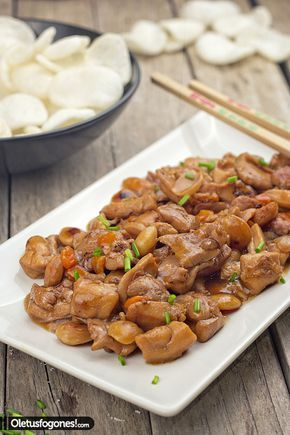 Aprende a elaborar un pollo con almendras al estilo chino con este sencillo paso a paso.