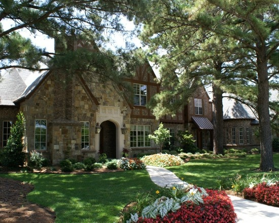 Beautiful front yard old homes pinterest for Beautiful front yards