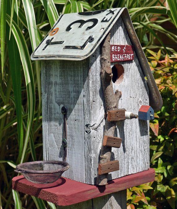 Rustique Birdhouse - plaque d'immatriculation - recyclé birdhouse - Barnwood Birdhouse - Primitive Birdhouse