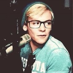 Ross Lynch, too cute to handle