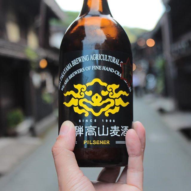 飛騨高山の街と飛騨高山麦酒。飛騨の街並み楽しかったです😊ビールは麦の味はしつつ、さっぱりしていて美味しかったです。酵母が生きてるらしいです。 #岐阜 #飛騨高山 #飛騨高山麦酒 #ピルスナー #街並み #歴史 #飛騨高山古い町並み #ビール #クラフトビール #旅 #旅行 #岐阜旅行 #肝心なところ指で見えない #gifu #hidatakayama #beer #craftbeer #history #yummy #trip #travel #gifutrip