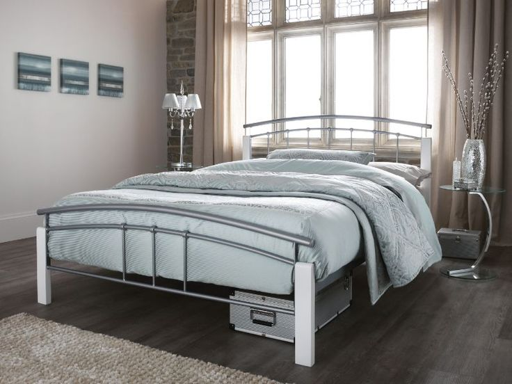 features a contemporary design with a curved top rail in both the head and foot end