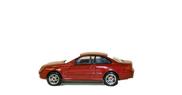 Experimentos con carros de juguete. Los coches de juguete no son sólo diversión para jugar. Son vehículos perfectos para una amplia variedad de experimentos científicos, lo que puede decir mucho acerca de cosas como la energía, la inercia, el impulso, la fricción y los vectores. Cada experimento requiere de herramientas, además de los coches de juguete, pero hay una gran cantidad de ...