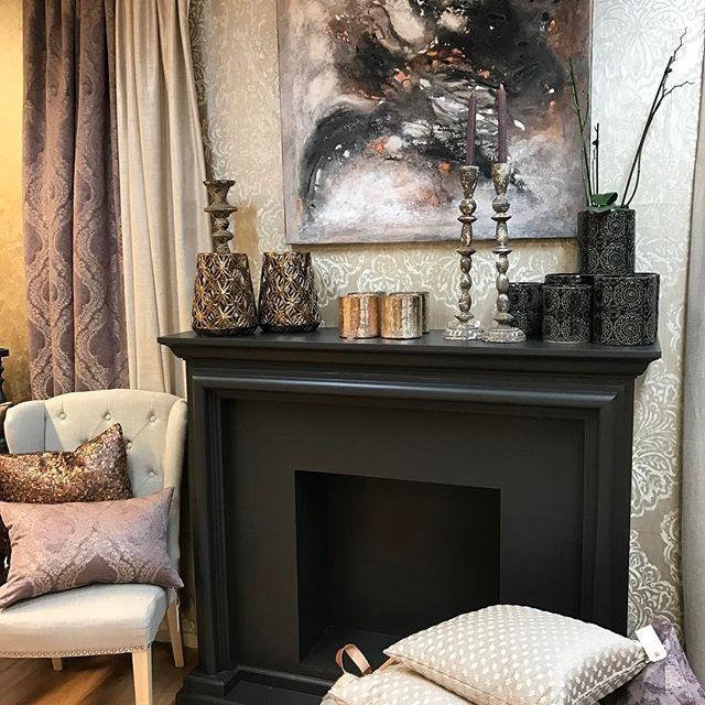 Nytt maleri fra @brittlisemalerier med matchende interiør 😍 #textiles #gardiner #interiør #interiørsøm #kunst #puter #farger #interiors