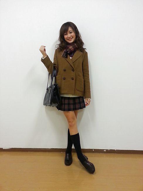 ST毎日コーデ:「キャメル色のコートに、優しい赤のチェックマフラー&スカートで甘清楚系♪ VD当…|Seventeen(セブンティーン)