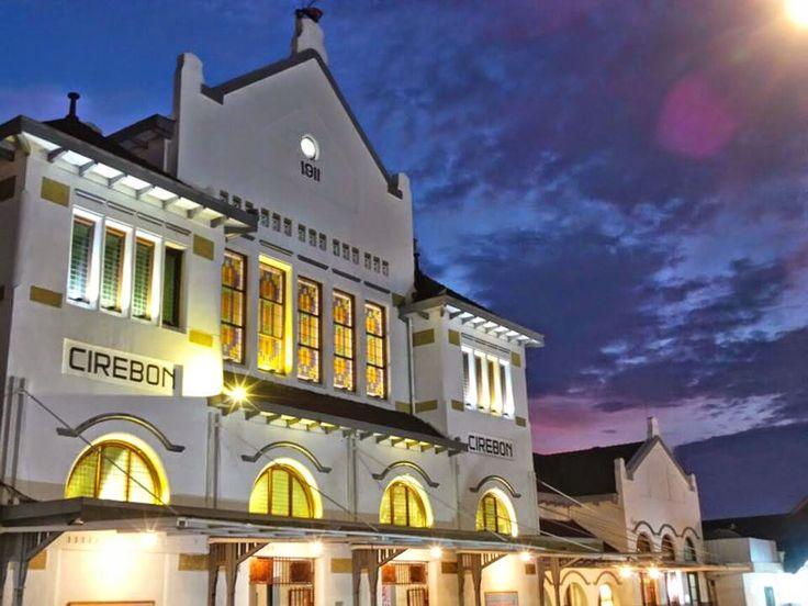 PLESIR WISATA GROUP - Cirebon: Stasiun Kejaksan Cirebon