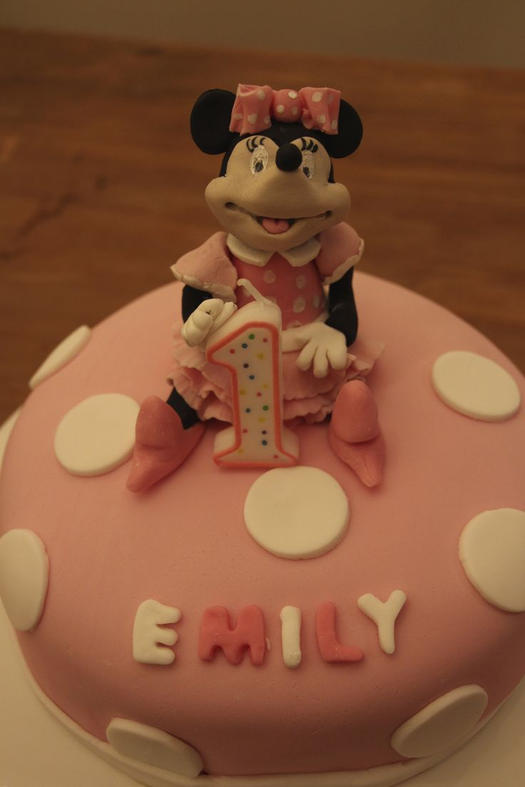 Minnie Mouse cake made from fondant for my daughters 1st birthday.